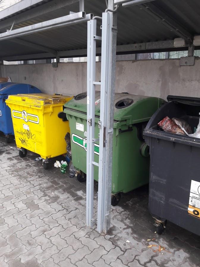 Závesný systém pred smetiaky