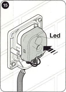 10. Osaďte pripojenú elektroniku fotobuniek do tela fotobuniek a priveďte elektrickú energiu. Preveďte fázu vyhodnotenia pripojených zariadení na riadiacej jednotke pohonu.