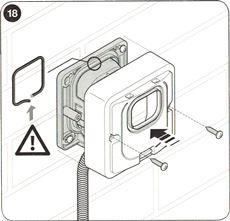 12. Nasaďte kryt na fotobunku a upevnite ho skrutkami. Nezabudnite na izolačnú gumičku