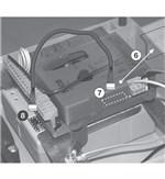 6. Vylúpnite plastovú krytku konektora 7. Zapojte do konektora kábel batérie 8. Zapojte kábel do konektora na batérii