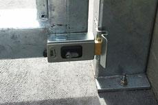 Horizontálnte použitie elektrozámku NICE PLA10