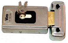 Telo elektrozámku NICE PLA11 a jeho doraz