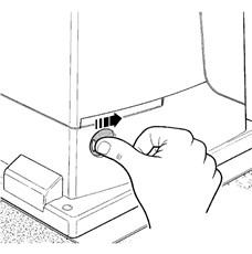 1. Odsuňte kryt odblokovacieho zámku