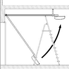 2. S pomocou rebríku priložte druhú stranu lišty na strop a obkreslite si diery na konzolách. Následne lištu položte naspäť na zem.