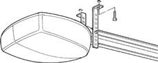 3. Na obkreslených otvoroch vyvŕtajte diery, opäť s pomocou rebríka priložte lištu s pohonom a uchyťte konzoly na strop.