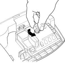 2. Trochu zatlačte starú žiarovku a kúsok ňou otočte. Následne vložte novú 12V 21W žiarovku s úchytom BA15.