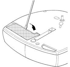 2. Vylúpnite plastovú krytku priestoru pre batériu