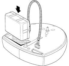 3. Zasuňte batériu do priestoru podľa obrázku a prevlečte napajácí kábel k riadiacej jednotke