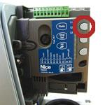 Tlačidlo RADIO na zabudovanom prijímači NICE Road 400 RBA0