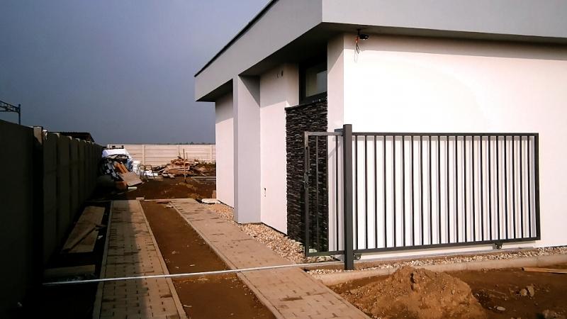 Koľajová posuvná brána